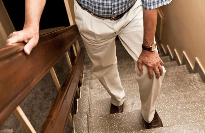 Коленки хрустят при ходьбе по лестнице как лечить