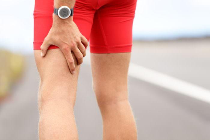 Боль в мышцах ног выше колена