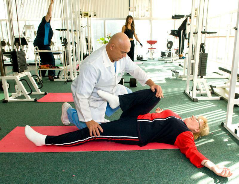 Программа лечения различных недугов коленного сустава.