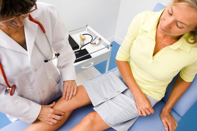 Соли в коленном суставе симптомы