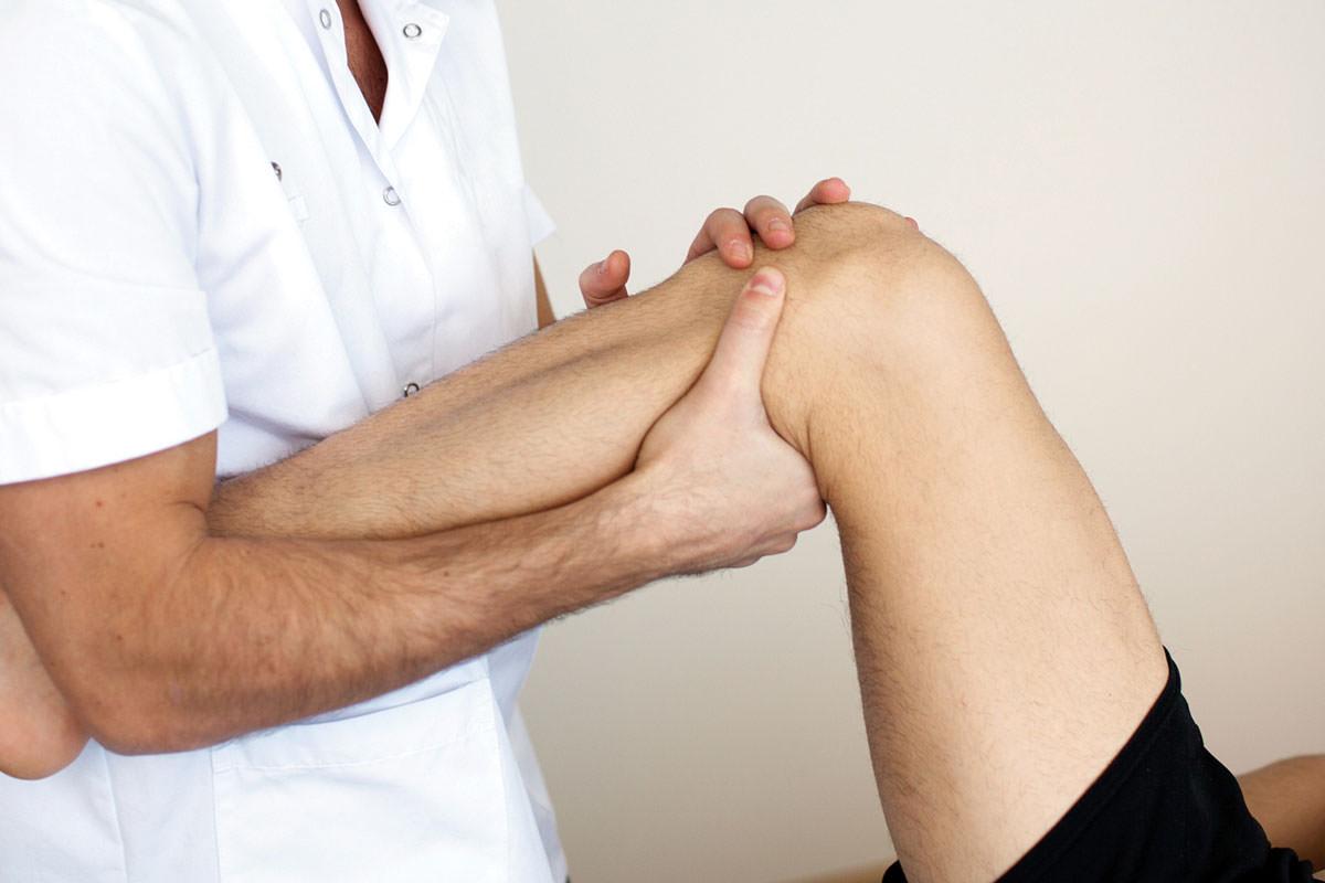 К какому врачу обращаться если болит колено, куда идти при боли