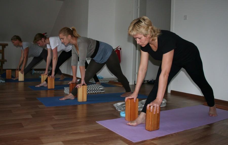 Чем полезна йога