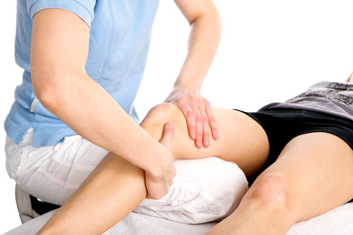 Осмотр колена для постановки диагноза